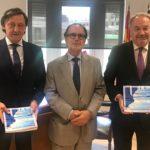 Juan Carlos Estévez y Gabriel de Diego reciben la Memoria Anual del Tribunal Superior de Justicia de Madrid
